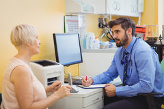 Patient consulting a doctor Royalty Free Stock Photography