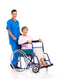 Patient d'aîné d'infirmière Image libre de droits