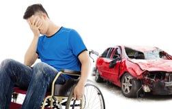 Patient d'effort présentant le concept d'accident de voiture images libres de droits