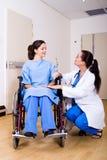patient de docteur image libre de droits