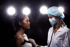 Patient de structure de docteur Check Diagnose Face photos stock