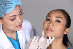 Patient de structure de docteur Check Diagnose Face d'esthéticien avant p images libres de droits