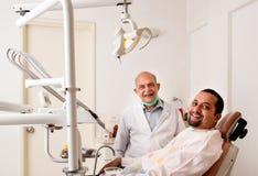 Patient dentaire heureux Photos stock