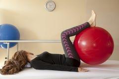 Patient an der Physiotherapie Lizenzfreies Stockbild