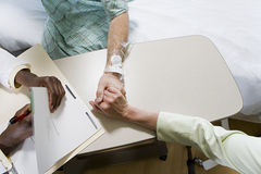 Patient with doctor and relative Royalty Free Stock Images