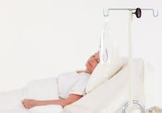 Patient dormant dans un hôpital Photo libre de droits