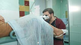 Patient enceinte à une réception au gynécologue photo stock