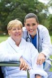 Patient et docteur heureux Images stock