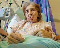 Patient féminin sur l'oxygène Images libres de droits