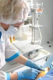patient förberedande kirurgi för doktor Royaltyfria Bilder