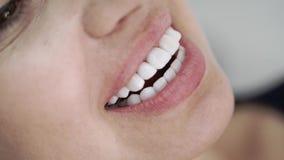 Patient i tand- klinik stock video
