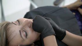 Patient i tand- klinik lager videofilmer