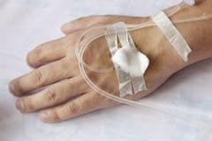 Patient mit IV Tropfenfänger Stockbild