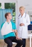 Patient och doktor i kirurgi Royaltyfri Foto