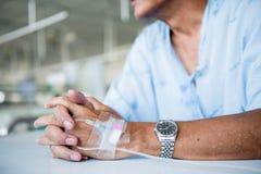 Patient présentant IV l'égouttement images libres de droits