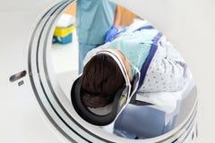 Patient som genomgår CT-bildläsningsprovet arkivfoto