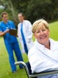 Patient sur le fauteuil roulant Image stock