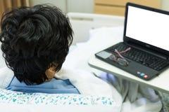 Patient und Computer Lizenzfreie Stockbilder