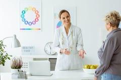 Patient und Doktor lizenzfreies stockfoto