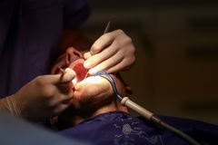 Patient am Zahnarzt Stockbild