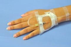 Patientenhand lizenzfreie stockfotografie