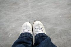 Patina a pista de gelo ao ar livre Imagens de Stock