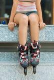 Patinador de sexo femenino del rodillo Fotografía de archivo libre de regalías