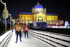 Patinador en pista de hielo en Zagreb Foto de archivo
