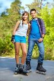 Patinadores adolescentes del rodillo Fotos de archivo libres de regalías