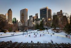 Patinage de glace à New York City photographie stock