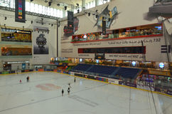 Patinage de glace dans le mail de Dubaï, Dubaï, Emirats Arabes Unis Photographie stock