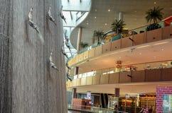 Patinage de glace dans le mail de Dubaï, Dubaï, Emirats Arabes Unis Image libre de droits