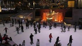 Patinage de glace de centre de Rockeferrel banque de vidéos