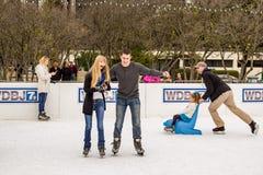 Patinage de glace de couples Images stock