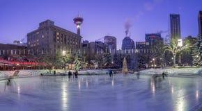 Patinage de glace de familles au parc olympique Images libres de droits