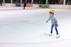 Patinage de glace de petite fille Photos libres de droits