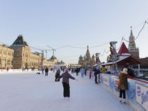 Patinage de glace sur la place rouge Photo stock