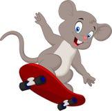 Patinage mignon de bande dessinée de souris Image libre de droits