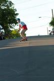 Patinagem adolescente de Longboarder Foto de Stock