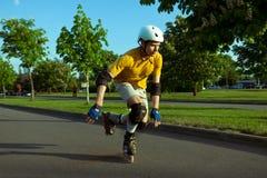 Patinagem de rolo no parque Imagem de Stock