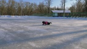 Patinagem no gelo da família video estoque