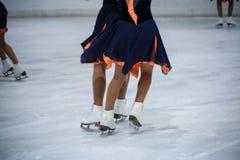 Patinagem no gelo das mulheres imagens de stock