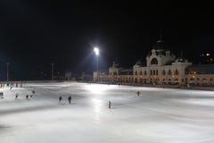 Patinagem no gelo no parque da cidade, Budapest, Hungria, 2015 Foto de Stock Royalty Free