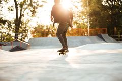 Patinaje afroamericano joven del skater Foto de archivo