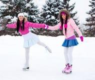 Patinaje de hielo de dos muchachas Foto de archivo libre de regalías