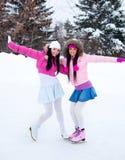 Patinaje de hielo de dos muchachas Fotografía de archivo libre de regalías