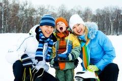 Patinaje de hielo de la familia imagen de archivo libre de regalías