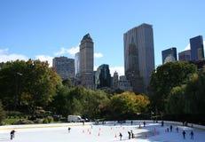 Patinaje de hielo en Central Park imagen de archivo libre de regalías