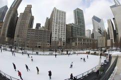 Patinaje de hielo en parque del milenio Fotos de archivo libres de regalías