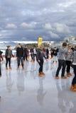 Patinaje de hielo en una playa Foto de archivo libre de regalías